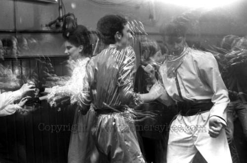 Blitz club,1980, homer sykes, dancing, Blitz Kids