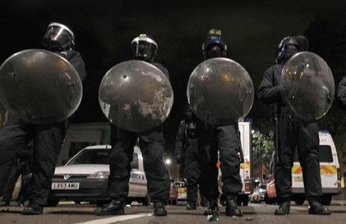 riot police, UK