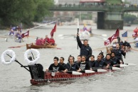 Maoris among the international rowers on the Thames (Photo: Anthony Devlin)