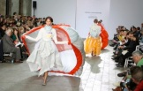 Alve Lagercrantz: puffy and spacious garments with a parachute finale