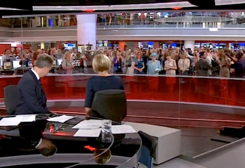 2 – Live on air: co-anchor Julian Worricker turns his back on the viewers to loyally give HMQ a bow from the neck. This instantly raises a huge burst of cheers and waves from the 300 hundred journalists throughout the BBC newsroom