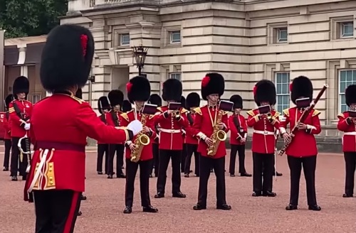 The Band of the Coldstream Guards and the Band of the Scots Guard, Changing the Guard, Gold, pop music